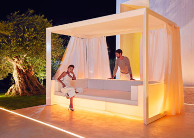 design-outdoor-furniture-canopy-sofa-vela-ramonesteve-vondom(2)[1]