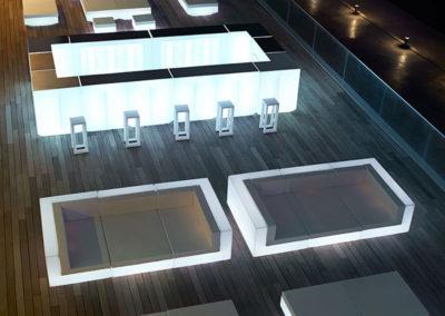 design-outdoor-light-up-furniture-sofa-coffeetable-barstool-bar-vela-ramonesteve-vondom(10)[1]